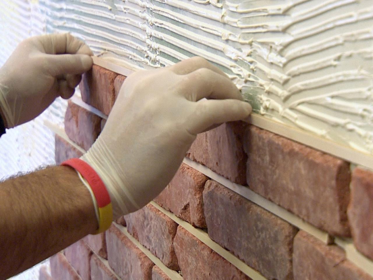 Как сделать кирпичную облицовку стены.