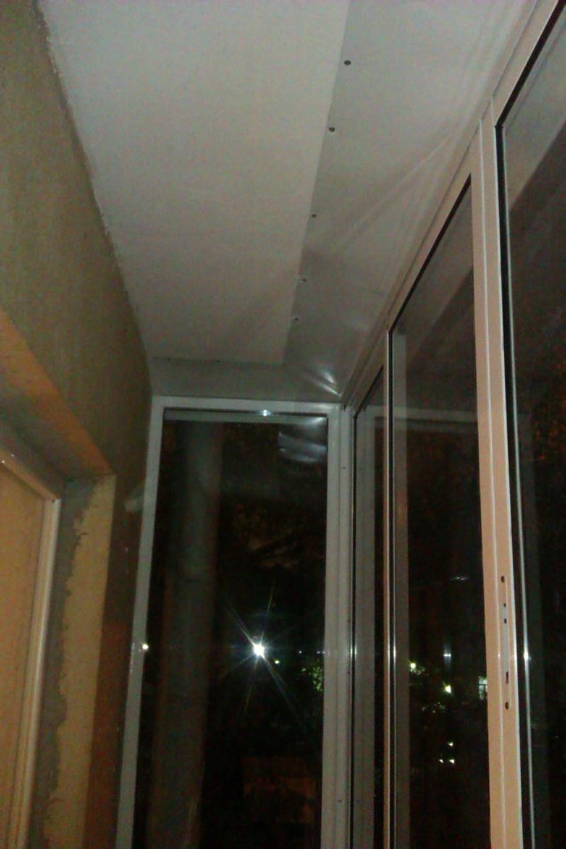 Предлагаем услуги по остеклению и ремонтам балконов и лоджий.