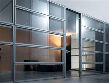 Преобразование офиса с помощью стеклянной перегородки